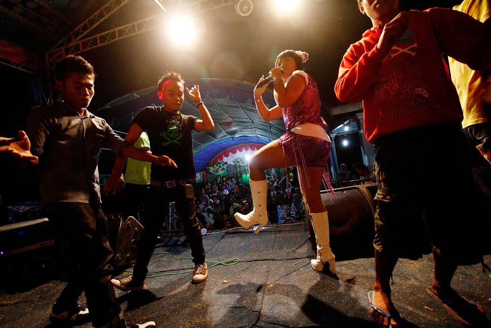 Cara Biduan Jawa Menyegarkan Dangdut di Indonesia