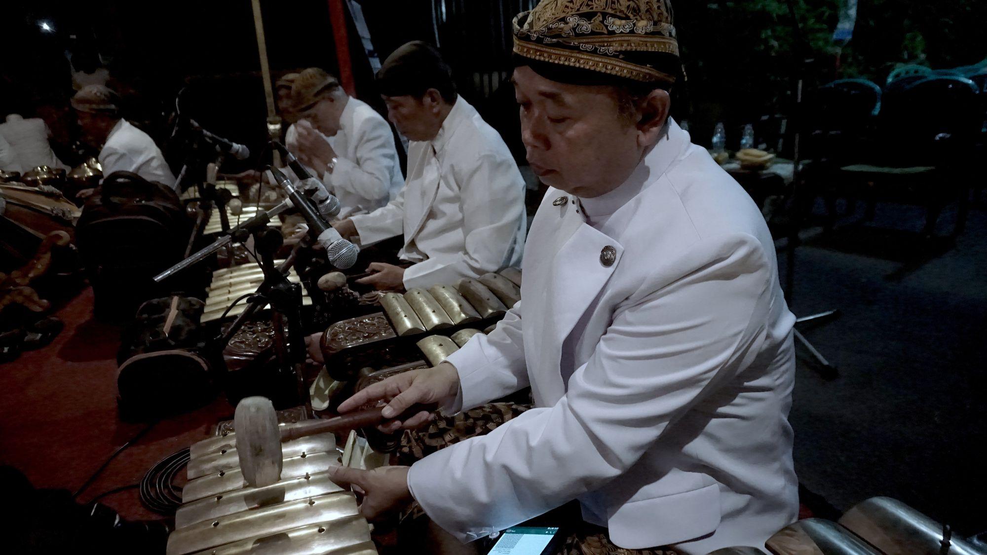 Unggah Ungguh dalam Bahasa Jawa yang Kian Terlupa