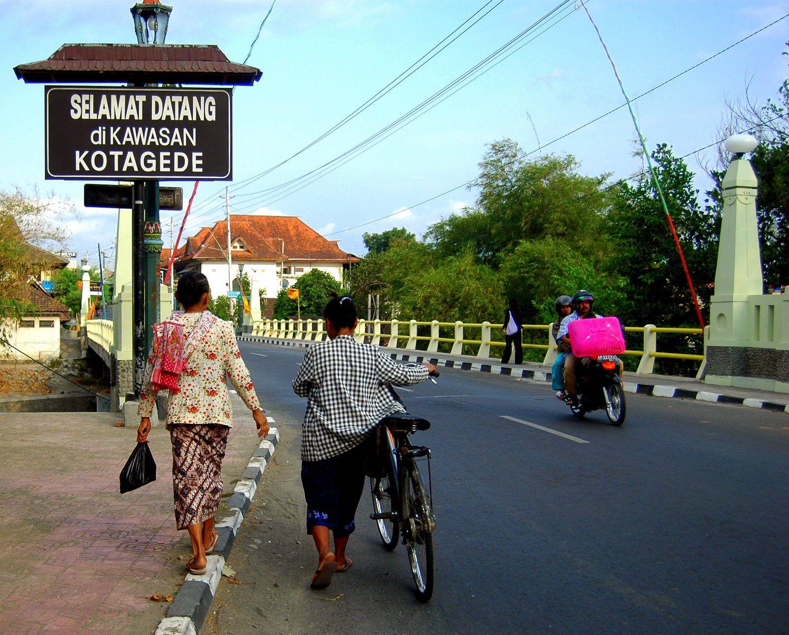 Menghidupkan Perak dan Abdi Dalem di Yogyakarta
