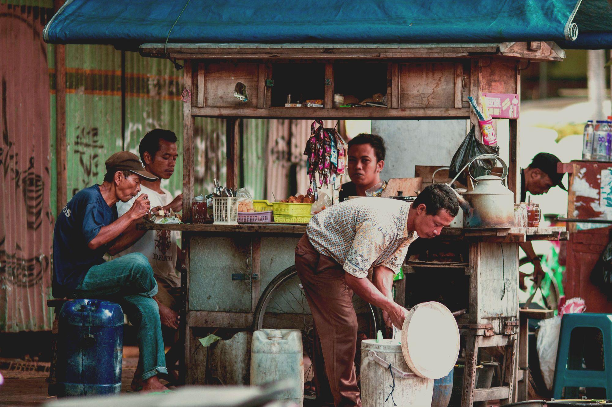 Angkringan: Tempat Makan dan Wadah Kenangan