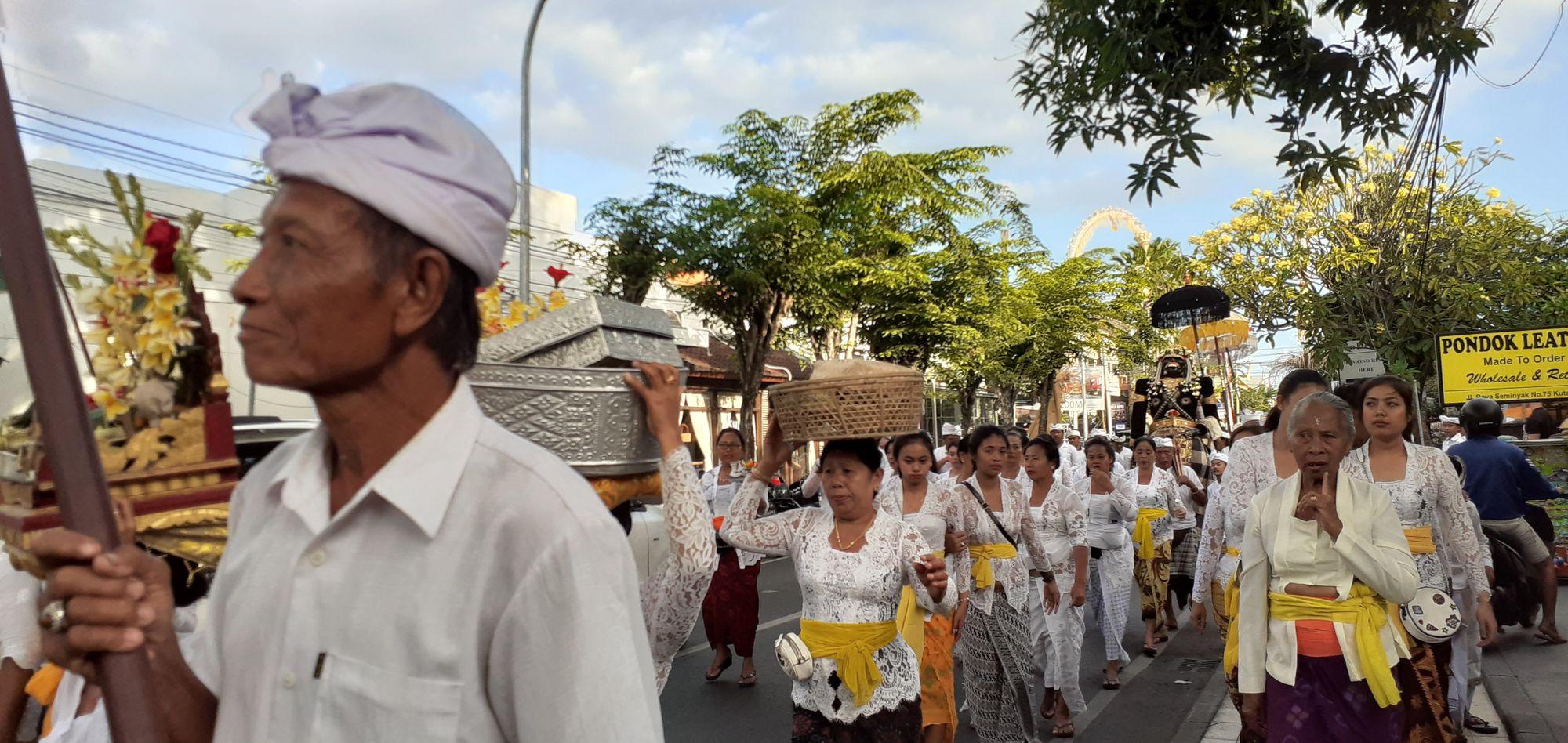 Penyucian Melalui Ritual Melasti di Bali
