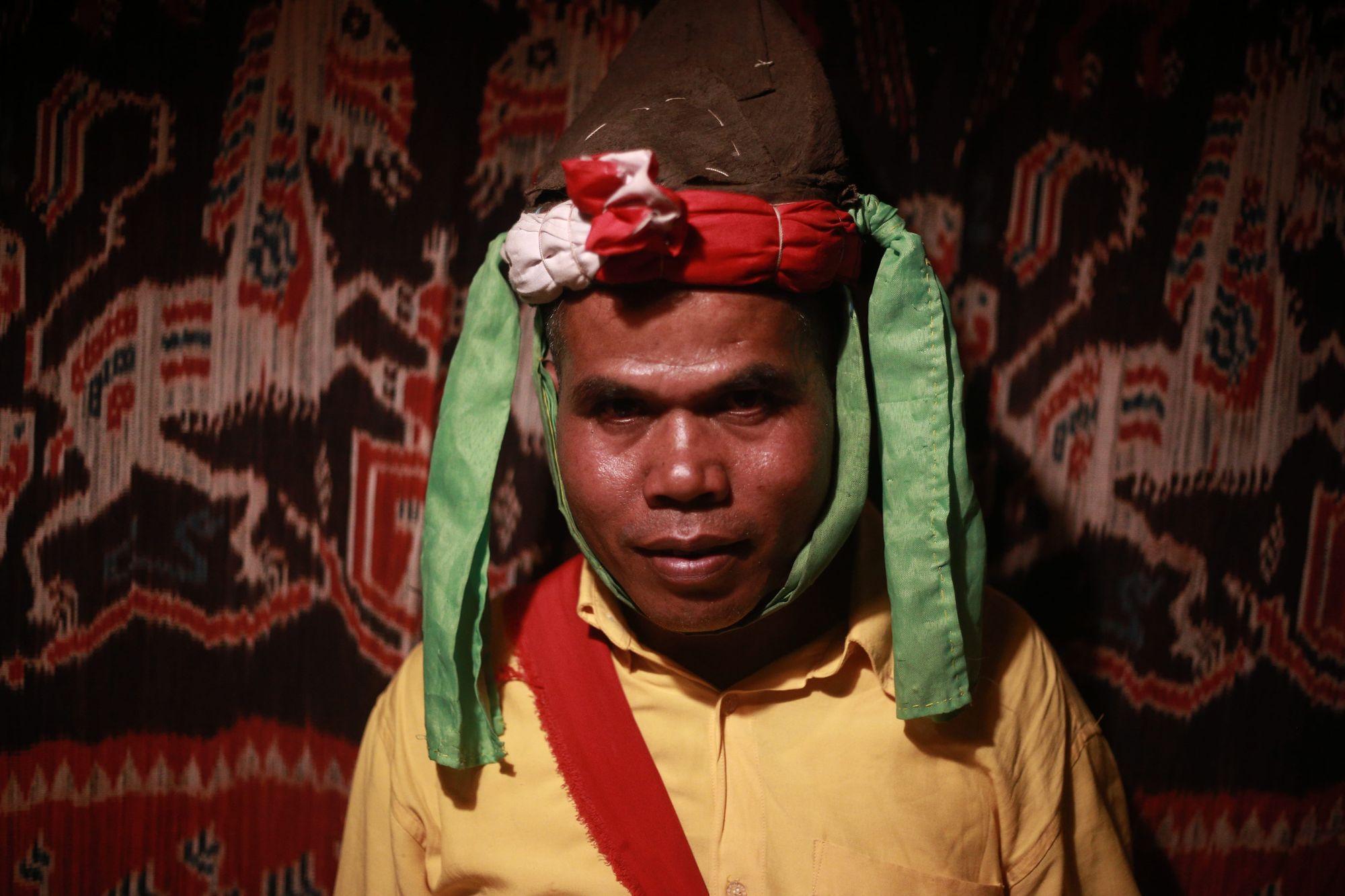 Mereka Memisahkan Orang-orang Sumba dengan Hutan Punurumbu