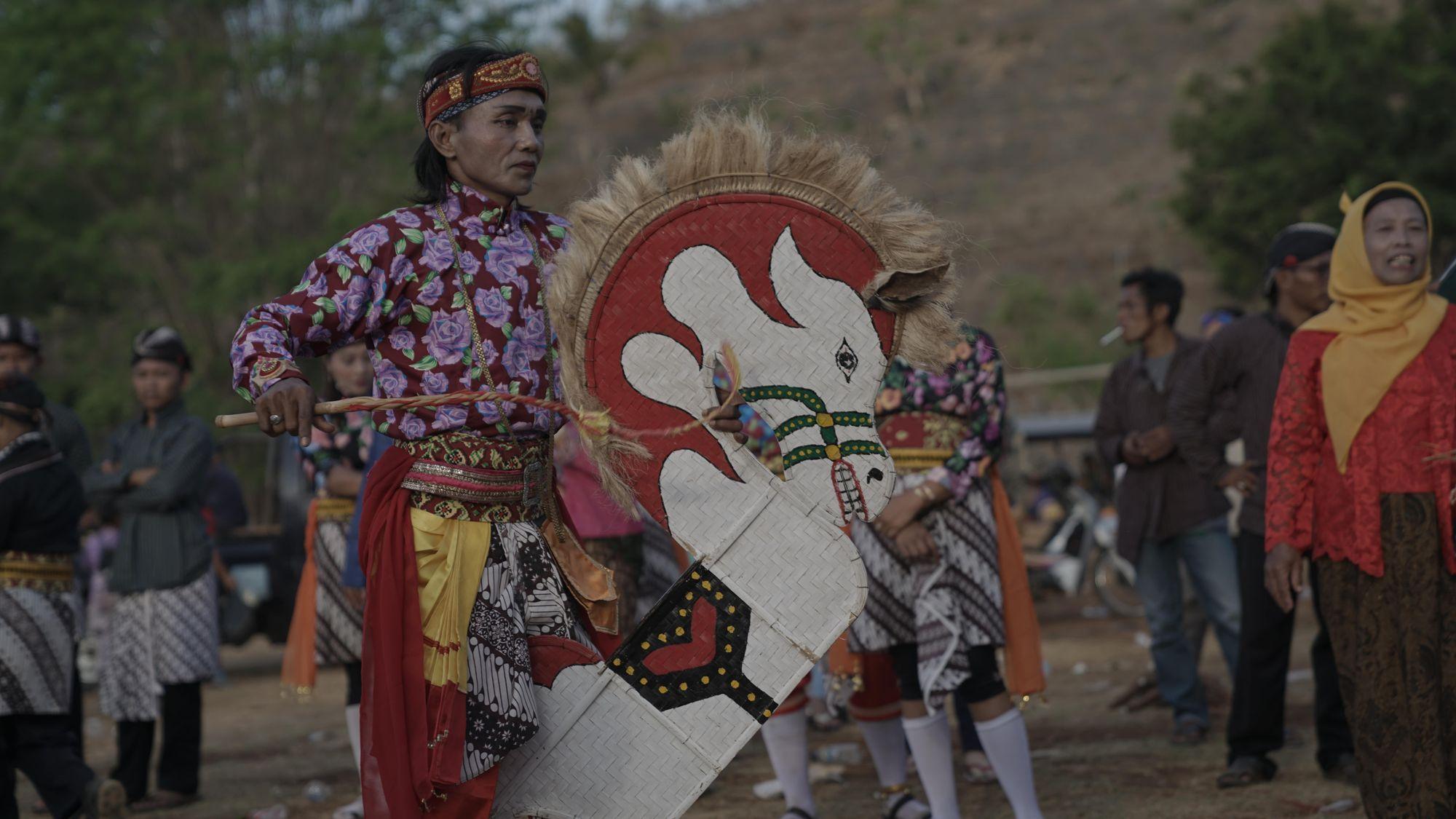 Cara Mbahku Mempertahankan Tradisi Jawa di Sumatera Selatan