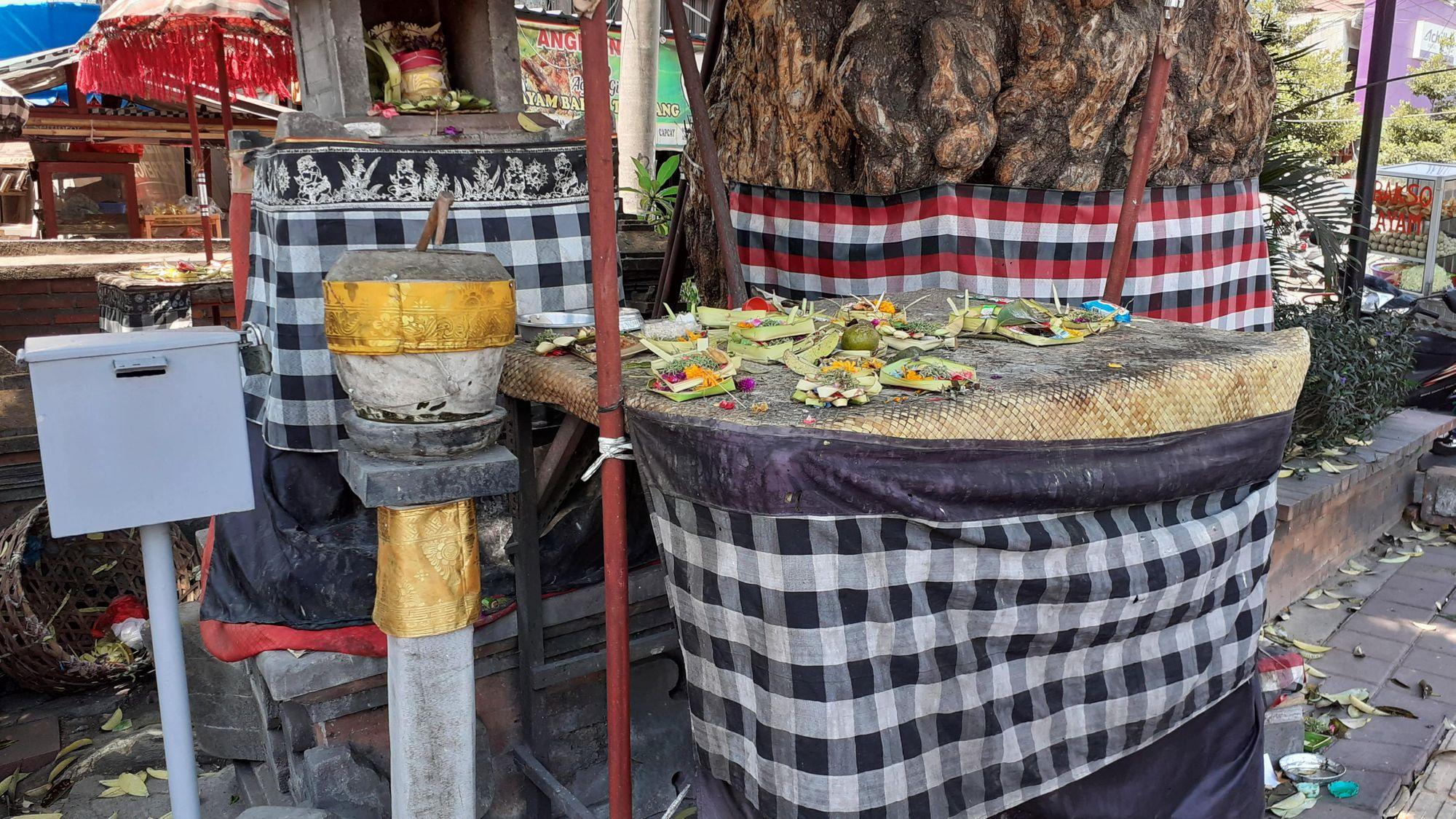Konsep Keseimbangan pada Kain Poleng di Bali