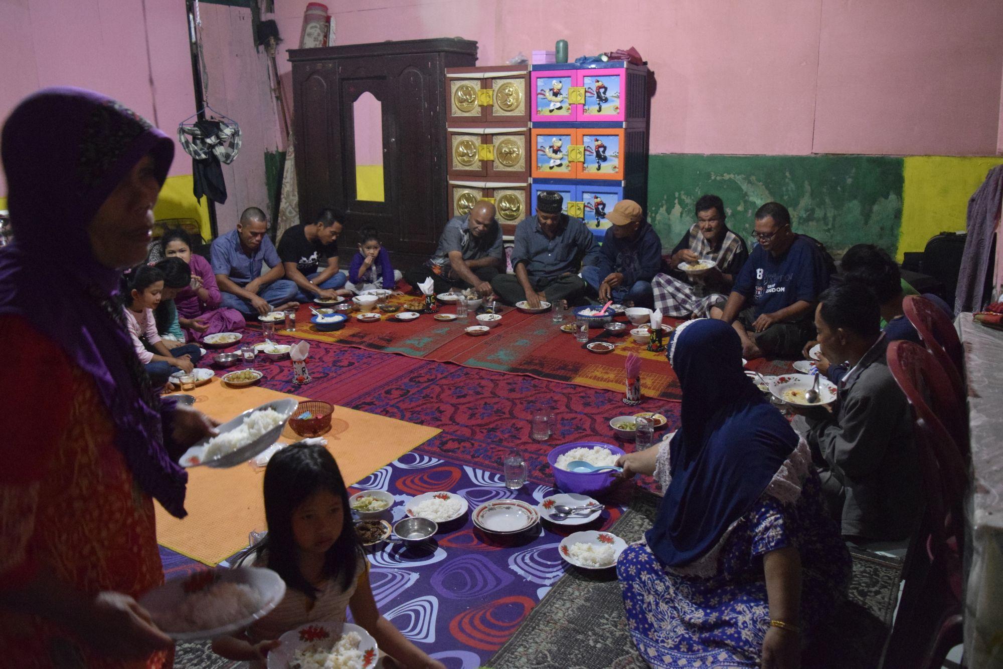 Mangan Fajar dan Makkobar, Tradisi Batak Angkola yang Kurindukan