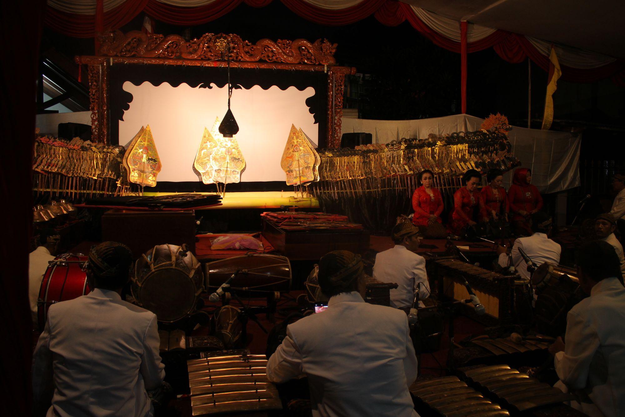 Pura-pura Penghargaan untuk Budayawan Indonesia