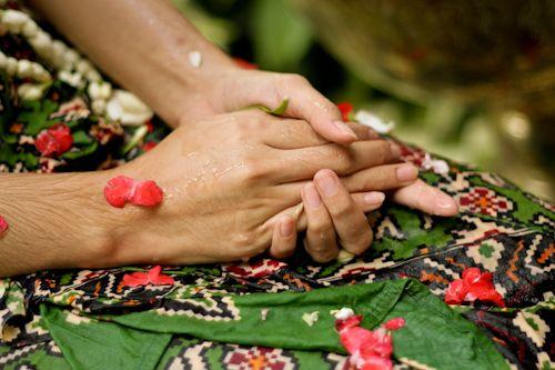 Makna Pasang Tarub dalam Pernikahan Jawa