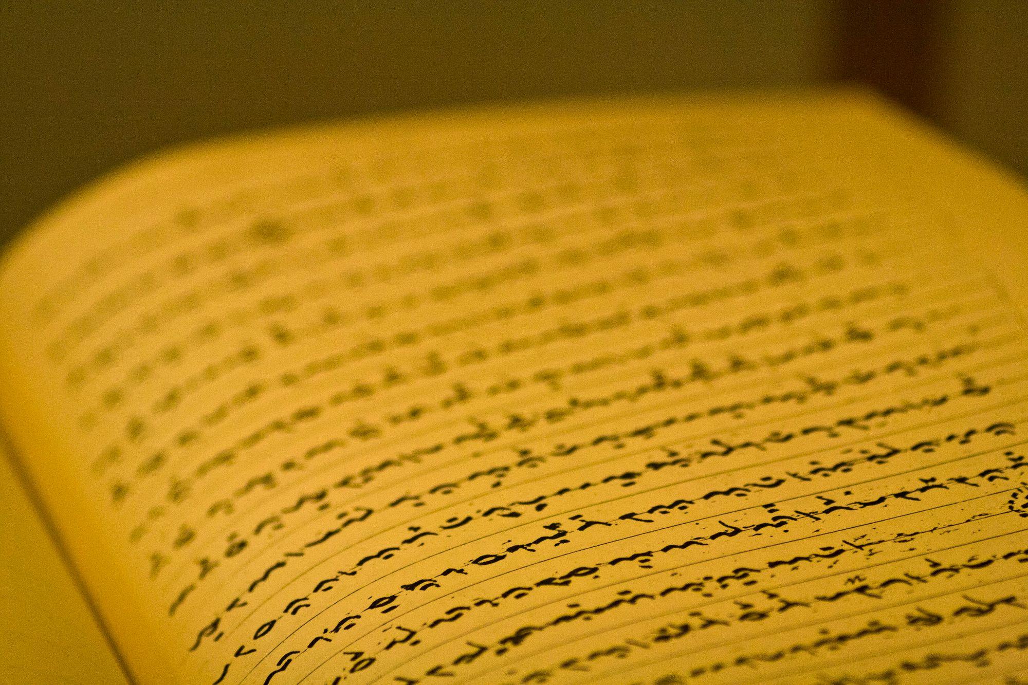 "Huruf Lontara dan Bahasa Lokal yang ""Dipunahkan"""