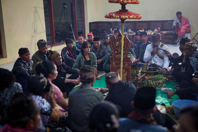 Suasana Entas-entas pada hari pertama di balai desa