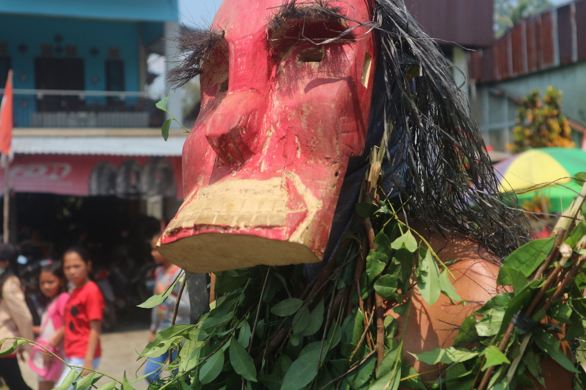 Nopeng: Mengenang Hantu dan Ritual Mangkok Merah Suku Dayak Kanayatn