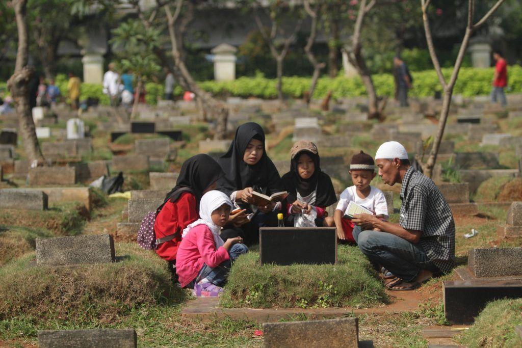 """""""Komunikasi"""" Manusia Jawa dengan Kematian"""