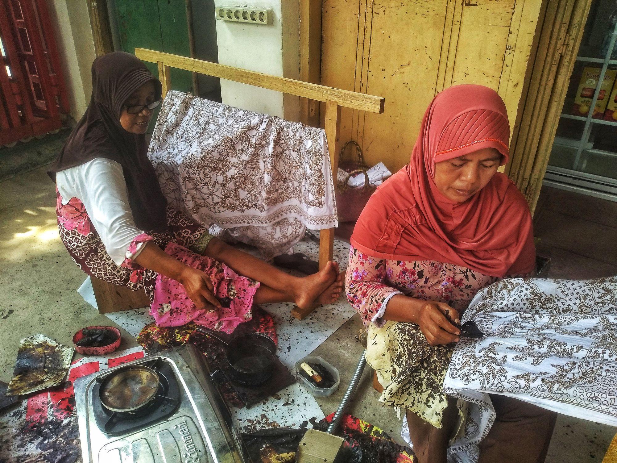 Menelisik Jejak Budaya Pada Motif Batik