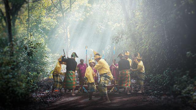 "Ruang Mistis ""Mappadendang"" bagi Suku Bugis di Desa Allamungeng Patue"