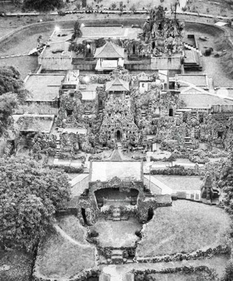 Gua Sunyaragi: Jalan Sunyi Pertapa Cirebon
